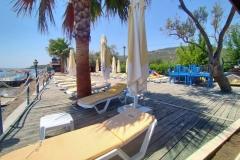 kucukkuyu-gulet-restaurant-garden-beach-5